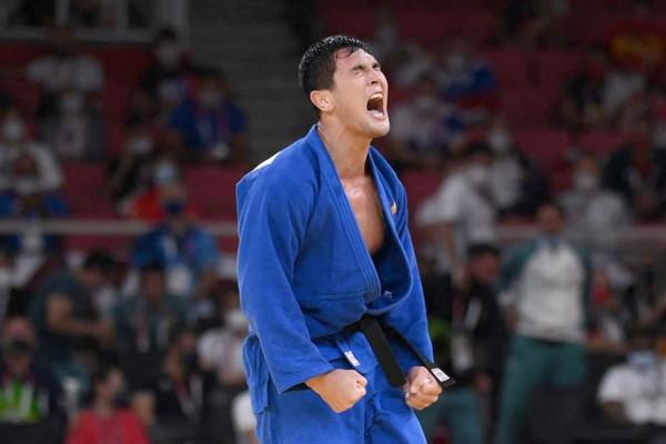Davlat Bobonov wins the bronze medal of Tokyo Olympics